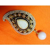 Beautiful paisley shaped Saree pin-SP036
