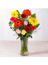 Giftacrossindia Beautiful Vase of Fresh Flowers (GAIMPHD0583)