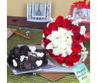Giftacrossindia Twin Color Roses Bouquet With Heartshape Chocolate Cake